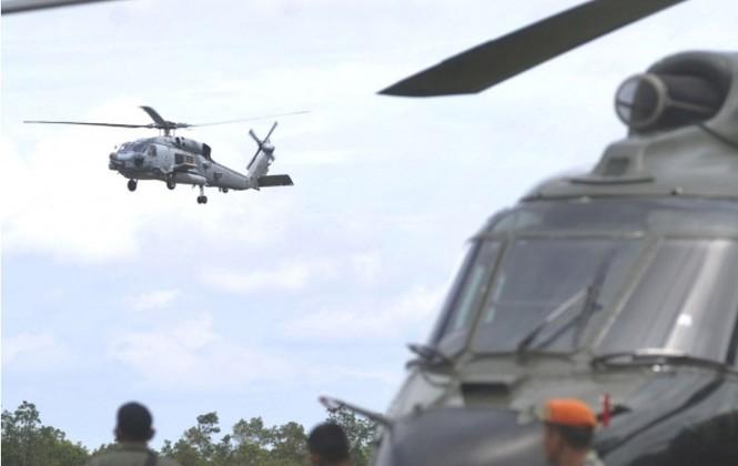 Cận cảnh trực thăng SeaHawk di chuyển nạn nhân QZ8501 - ảnh 1