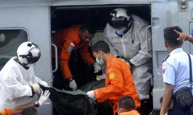 Cận cảnh trực thăng SeaHawk di chuyển nạn nhân QZ8501 - ảnh 6
