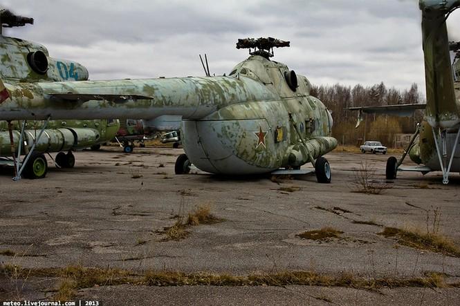Lạc bước vào 'nghĩa địa' trực thăng quân sự Nga - ảnh 8