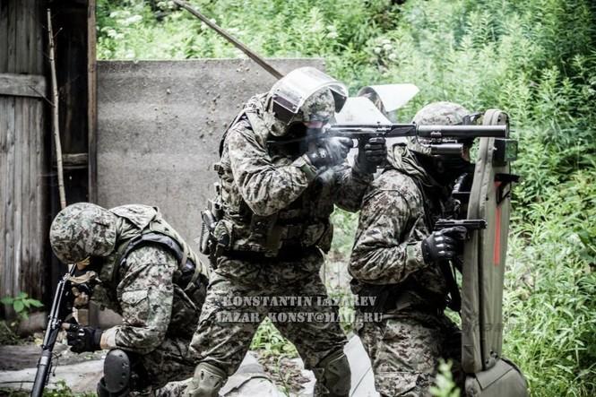 Cảnh sát đặc nhiệm Nga dùng súng lục phương Tây - ảnh 1