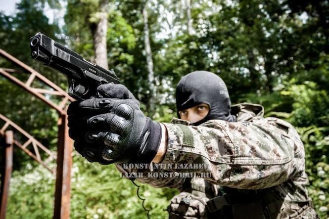 Cảnh sát đặc nhiệm Nga dùng súng lục phương Tây - ảnh 5