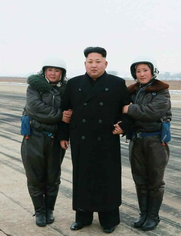 Nữ phi công chiến đấu bật khóc khi gặp ông Kim Jong-un - ảnh 4
