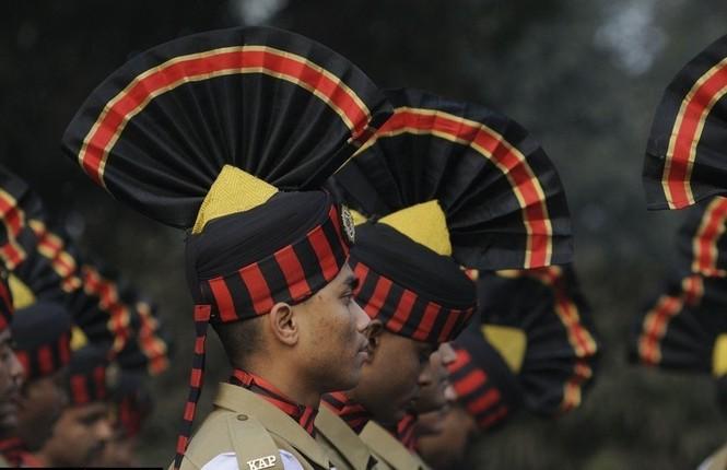 [ẢNH HIẾM] Chiến binh Ấn Độ cưỡi lạc đà diễu hành - ảnh 2