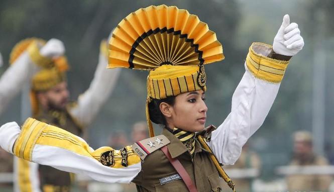 [ẢNH HIẾM] Chiến binh Ấn Độ cưỡi lạc đà diễu hành - ảnh 1