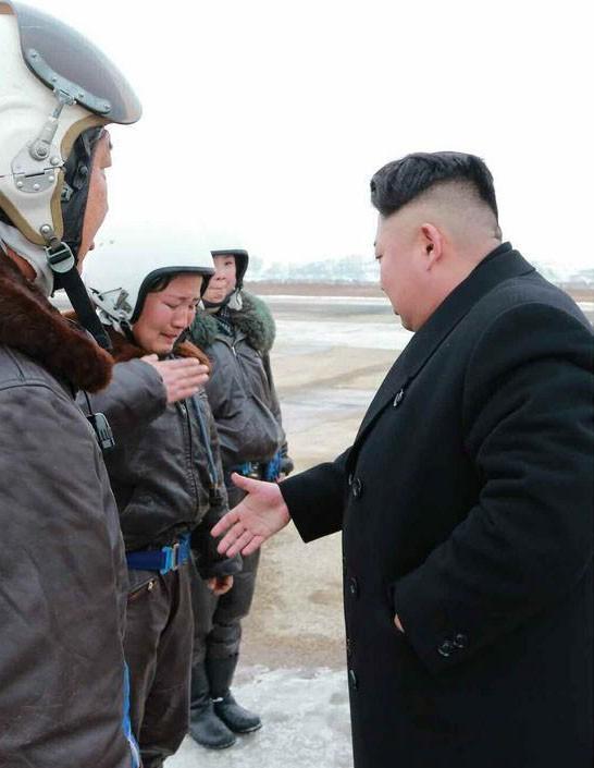 Nữ phi công chiến đấu bật khóc khi gặp ông Kim Jong-un - ảnh 5