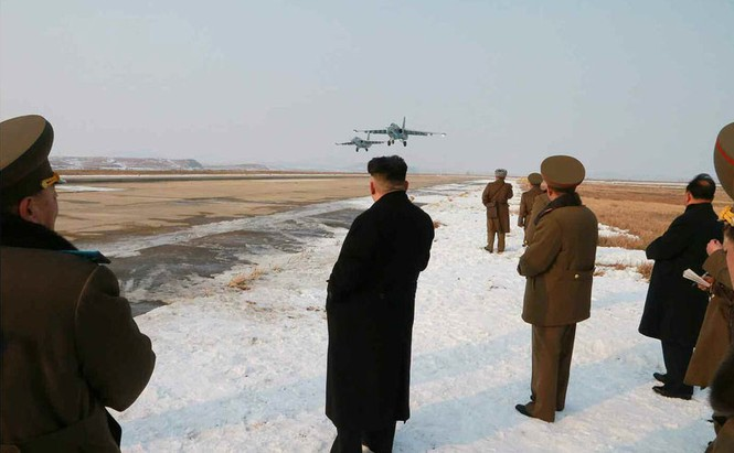 Nữ phi công chiến đấu bật khóc khi gặp ông Kim Jong-un - ảnh 1