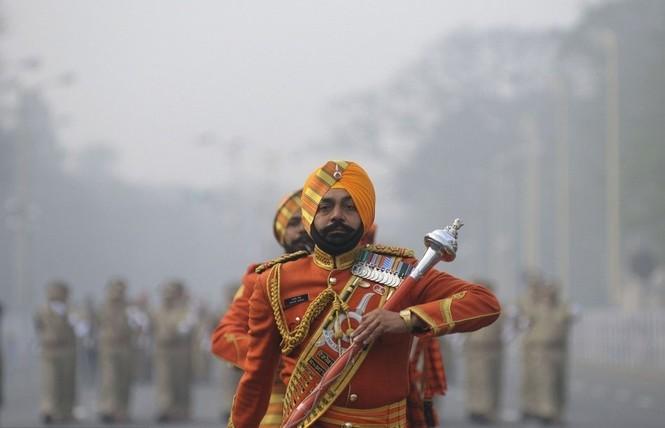 [ẢNH HIẾM] Chiến binh Ấn Độ cưỡi lạc đà diễu hành - ảnh 6