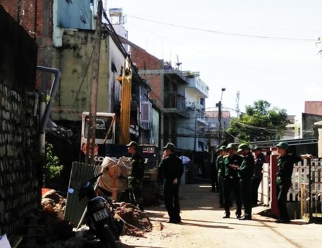 Phát hiện quả bom 'khủng', nặng hàng trăm kg tại Đà Lạt - ảnh 3