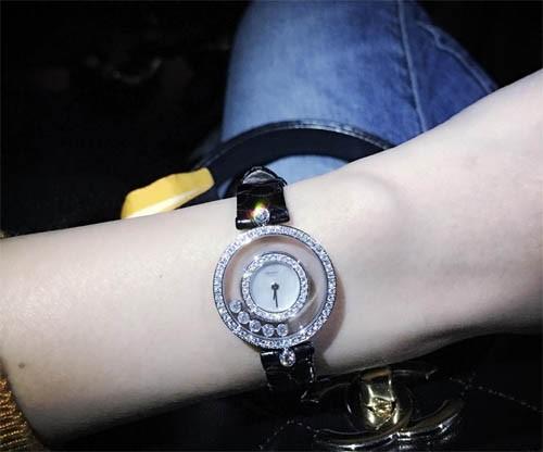 Công Vinh tặng Thuỷ Tiên đồng hồ kim cương trăm triệu - ảnh 1