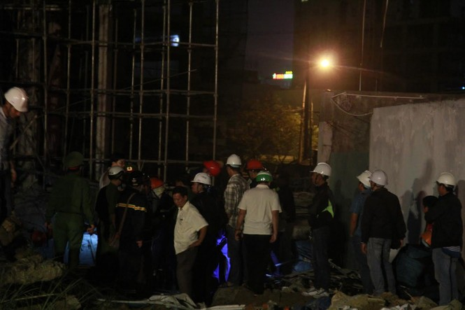 Kinh hãi với hiện trường vụ sập giàn giáo tòa nhà ở Đà Nẵng - ảnh 6