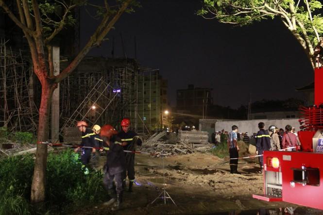 Kinh hãi với hiện trường vụ sập giàn giáo tòa nhà ở Đà Nẵng - ảnh 7