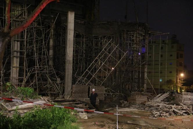 Kinh hãi với hiện trường vụ sập giàn giáo tòa nhà ở Đà Nẵng - ảnh 4