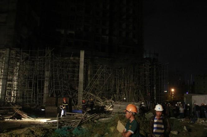 Kinh hãi với hiện trường vụ sập giàn giáo tòa nhà ở Đà Nẵng - ảnh 5