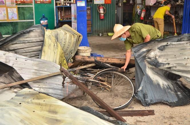 Hiện trường tan hoang vụ cháy kho nội thất ô tô ở Trung Hòa - ảnh 11