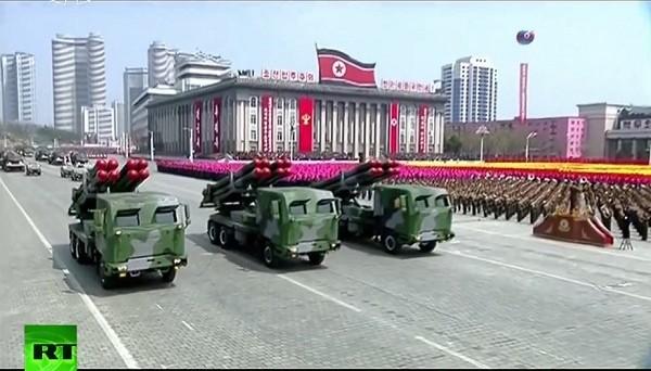 Cận cảnh cuộc duyệt binh hoành tráng nhất lịch sử CHDCND Triều Tiên - ảnh 8