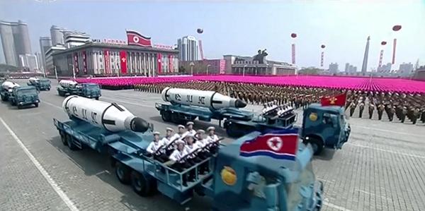 Cận cảnh cuộc duyệt binh hoành tráng nhất lịch sử CHDCND Triều Tiên - ảnh 11