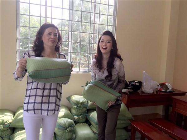 Á Hậu Thái Như Ngọc tặng quà cho người nghèo ở Kiên Giang  - ảnh 2