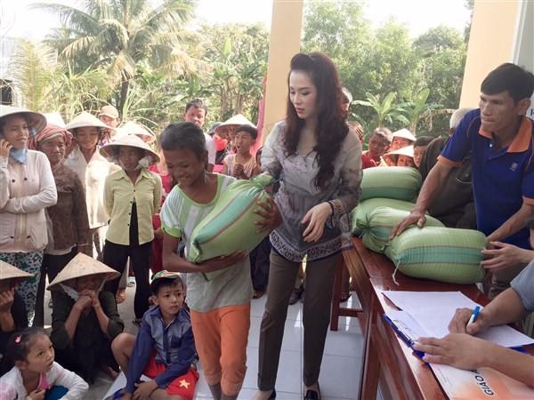 Á Hậu Thái Như Ngọc tặng quà cho người nghèo ở Kiên Giang  - ảnh 4