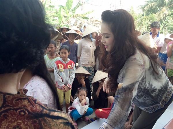 Á Hậu Thái Như Ngọc tặng quà cho người nghèo ở Kiên Giang  - ảnh 5