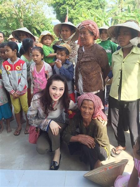 Á Hậu Thái Như Ngọc tặng quà cho người nghèo ở Kiên Giang  - ảnh 6