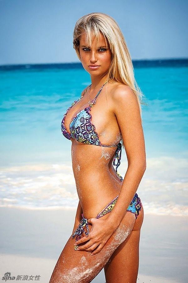 Siêu mẫu Nam Phi 'gây mê' với bikini sắc màu - ảnh 8