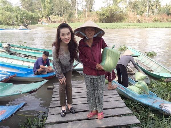 Á Hậu Thái Như Ngọc tặng quà cho người nghèo ở Kiên Giang  - ảnh 10