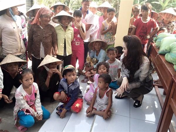 Á Hậu Thái Như Ngọc tặng quà cho người nghèo ở Kiên Giang  - ảnh 12