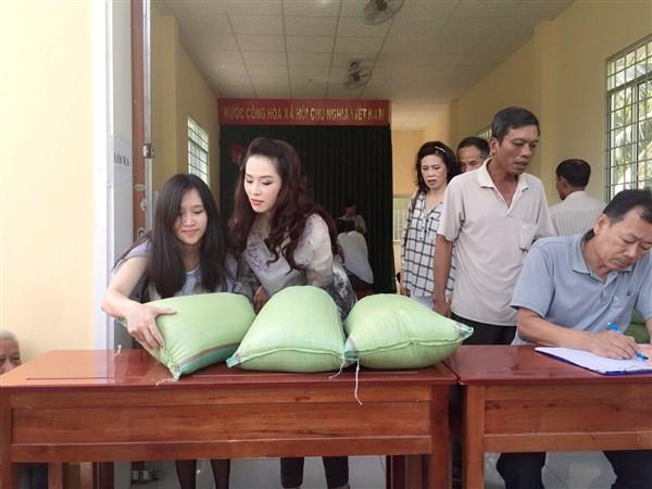 Á Hậu Thái Như Ngọc tặng quà cho người nghèo ở Kiên Giang  - ảnh 14