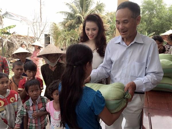 Á Hậu Thái Như Ngọc tặng quà cho người nghèo ở Kiên Giang  - ảnh 11