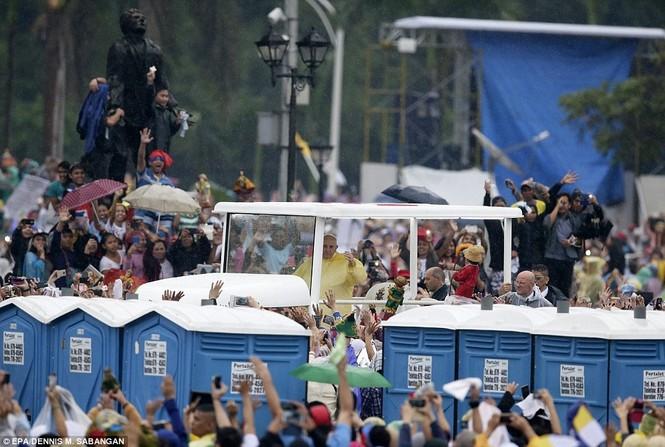 Hàng triệu người Philippines dầm mưa dự lễ với Giáo hoàng Francis - ảnh 10