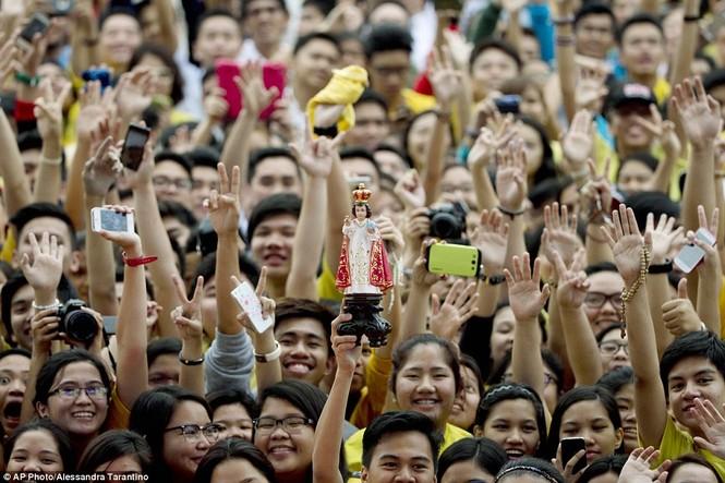 Hàng triệu người Philippines dầm mưa dự lễ với Giáo hoàng Francis - ảnh 13