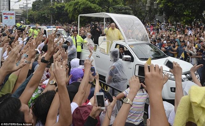 Hàng triệu người Philippines dầm mưa dự lễ với Giáo hoàng Francis - ảnh 2