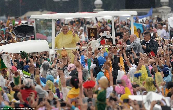 Hàng triệu người Philippines dầm mưa dự lễ với Giáo hoàng Francis - ảnh 3