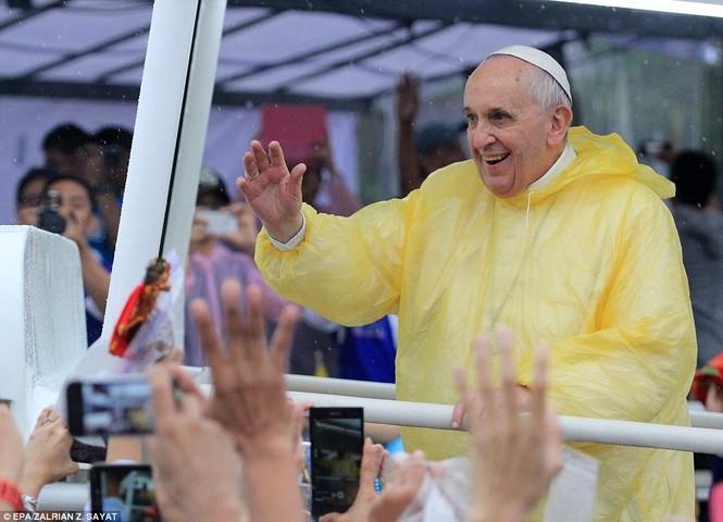 Hàng triệu người Philippines dầm mưa dự lễ với Giáo hoàng Francis - ảnh 5