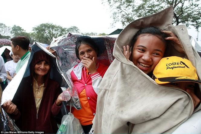 Hàng triệu người Philippines dầm mưa dự lễ với Giáo hoàng Francis - ảnh 6