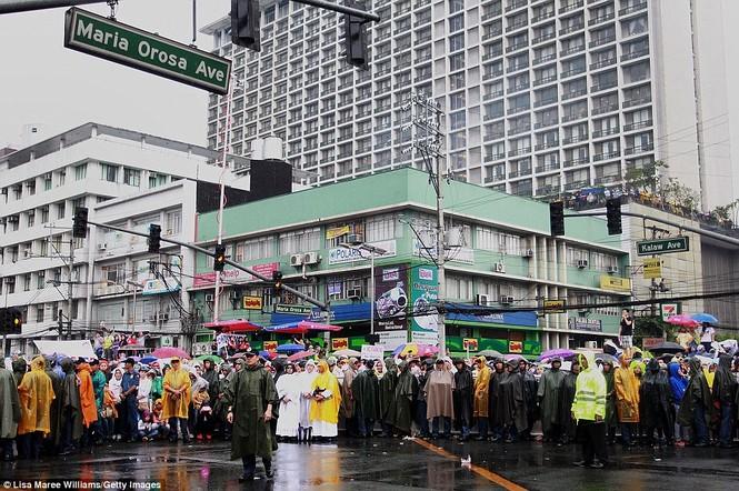 Hàng triệu người Philippines dầm mưa dự lễ với Giáo hoàng Francis - ảnh 8