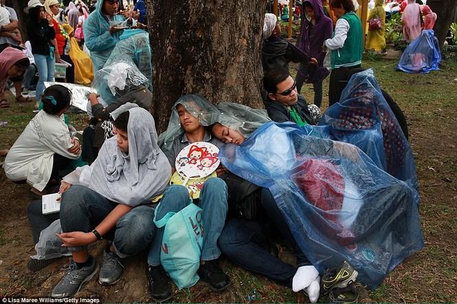 Hàng triệu người Philippines dầm mưa dự lễ với Giáo hoàng Francis - ảnh 9