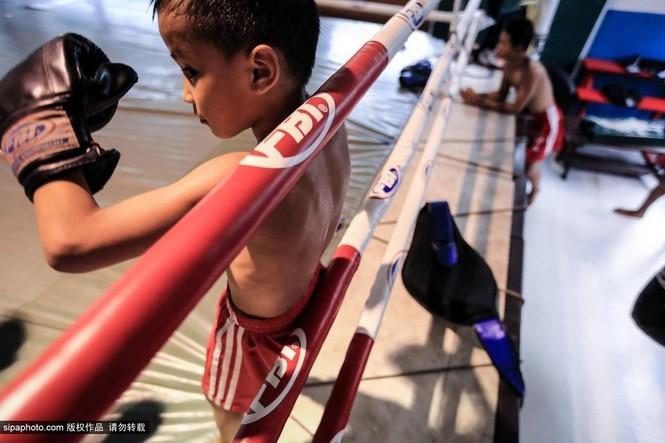 """Trẻ em """"bán"""" tuổi thơ tập luyện Muay Thái mong thoát nghèo - ảnh 8"""