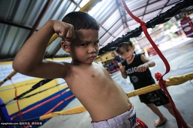 """Trẻ em """"bán"""" tuổi thơ tập luyện Muay Thái mong thoát nghèo - ảnh 14"""