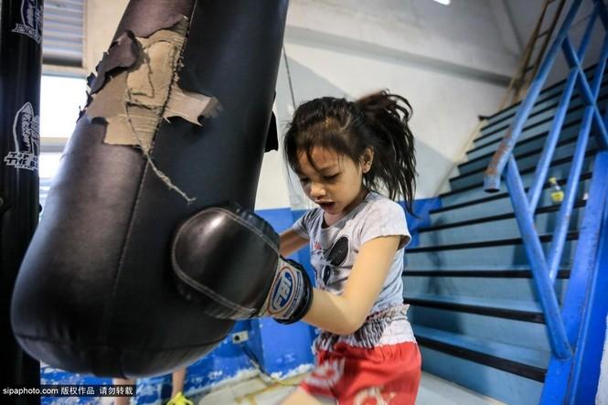 """Trẻ em """"bán"""" tuổi thơ tập luyện Muay Thái mong thoát nghèo - ảnh 1"""