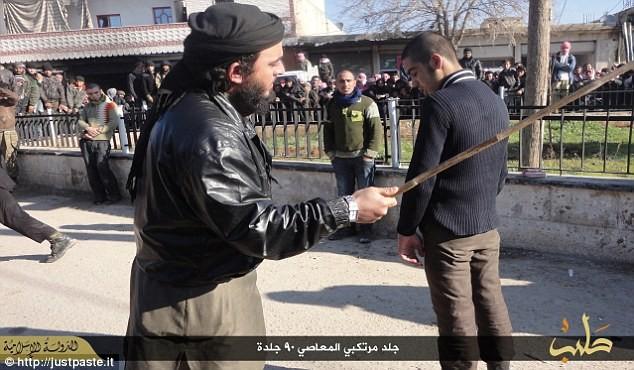 IS dùng roi tra tấn các nhạc sỹ vì chơi nhạc không thuộc đạo Hồi - ảnh 3