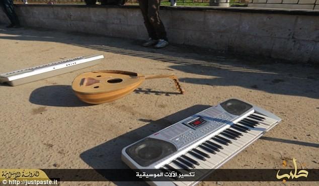 IS dùng roi tra tấn các nhạc sỹ vì chơi nhạc không thuộc đạo Hồi - ảnh 4