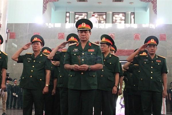 Đau xót tiễn đưa 4 quân nhân hy sinh trong vụ rơi trực thăng - ảnh 9