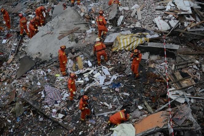Hiện trường vụ sập 4 nhà cao tầng kinh hoàng ở Trung Quốc - ảnh 2