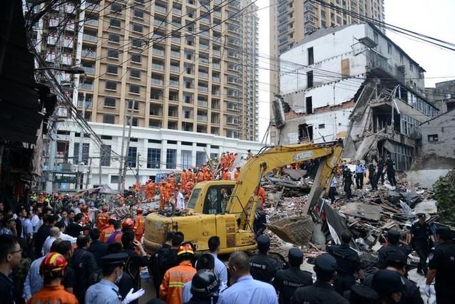 Hiện trường vụ sập 4 nhà cao tầng kinh hoàng ở Trung Quốc - ảnh 3