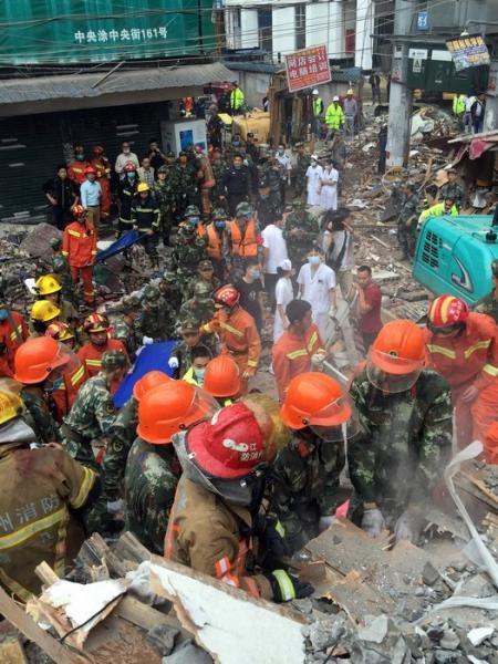 Hiện trường vụ sập 4 nhà cao tầng kinh hoàng ở Trung Quốc - ảnh 5