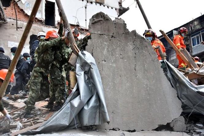 Hiện trường vụ sập 4 nhà cao tầng kinh hoàng ở Trung Quốc - ảnh 9