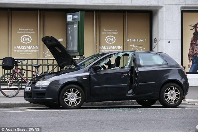 Paris lại nhốn nháo vì bom xe - ảnh 1