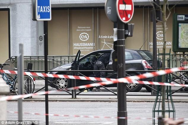Paris lại nhốn nháo vì bom xe - ảnh 2