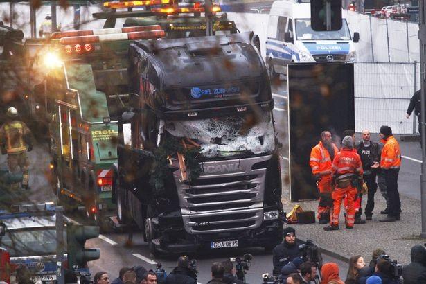 Đức công bố ảnh nghi phạm khủng bố chợ Giáng sinh - ảnh 1